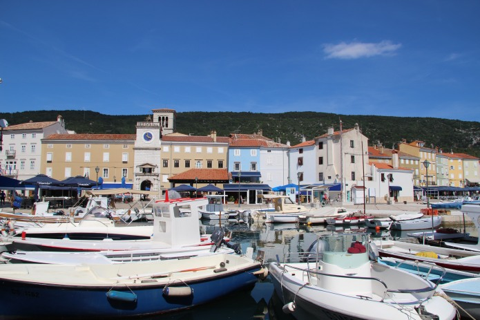 Cres' Stunning Harbour